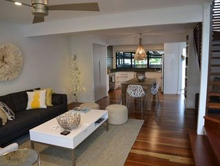 Stunning Reno'd 2bed/2bth in heart of CottonTrees 3BLK Beach+River +Resturants