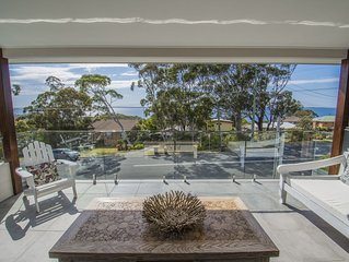 Waves on Waldegrave Beach House '180 degree views of the Jervis Bay''