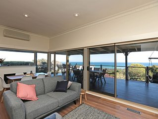 GLORIOUS BAYVIEWS WITHIN WALKING DISTANCE TO BEACH AND LOCAL EATERIES