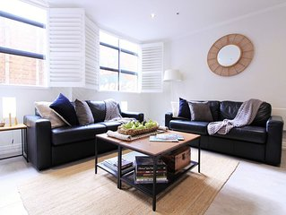 Hosier Lane Apartment in Melbourne City 2 BEDROOM - With Parking