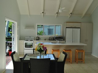 Gorgeous 2 bedroom villa located in Arorangi with direct beach access
