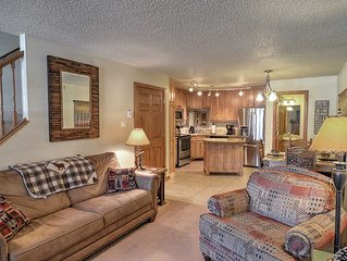 Red River Townhome w/ balconies - Walk to Main St.