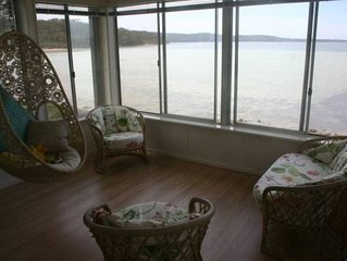 The Palm Tree Cottage - Absolute Waterfront - 5 mins to Hyams Beach