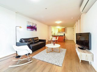 Premier Stays- 1 Bedroom with free wifi, parking & foxtel iq3 with sports