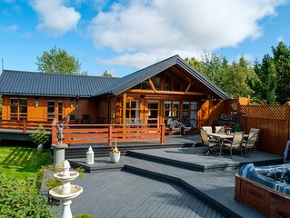 EXCEPTIONAL COTTAGE with a guesthouse and jacuzzi in Golden Circle, 6-10 people