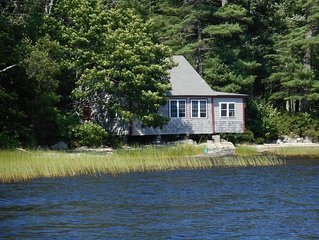 Rocky Point Cottage - Unique Cottage on the rocks of Pemaquid Lake