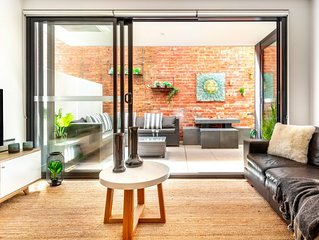 Chic Sth Melbourne Apartment with Huge Private Courtyard