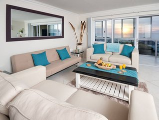 Main Beach Apartment in central Jeffreys Bay overlooking Dolphin Beach.