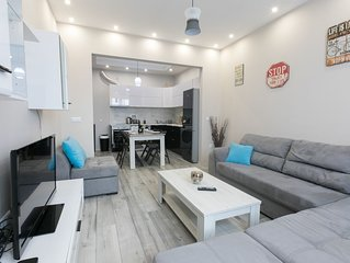 2 bedrooms, 2 baths, Modern Style Central Apartment