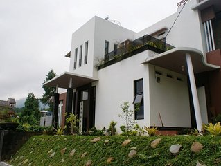 Modern & Cozy Villa in a Great Location Puncak Taman Safari