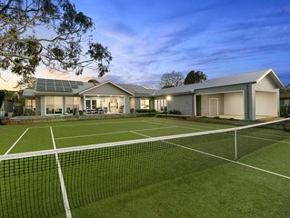 Private, Luxurious Flinders Holiday House with Tennis Court