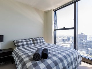 A Cozy CBD Suite with Spectacular City Views