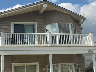 Deep South End 2nd Floor Condo One Block from the Beach-Partial Ocean Views!