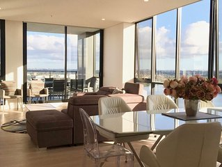 Executive 3 Bedroom Penthouse- waterfront and panoramic view