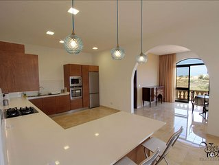 Modern Spacious  Maisonette, Valley and Sea Views. A/C, Wi-fi.