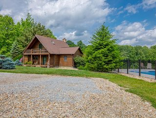 Lodge and carriage house with 7 combined bedrooms, ponds and private pool! Acros