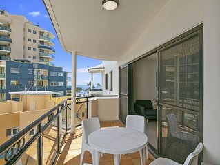 Top Floor Two Bedroom with BBQ & Ocean Glimpse