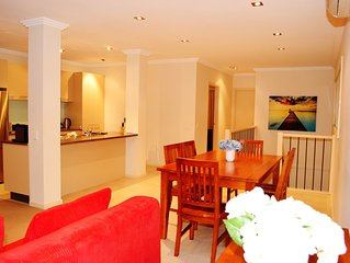 Great location: Walking distance to the beach & town centre!