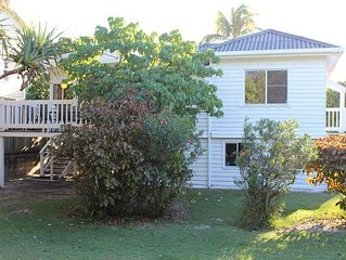 'Barton Lodge' Beachfront House Ngungun Street