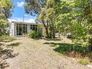 Beach House: 100m to foreshore