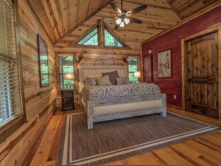 MANY MOONS- Luxury Couple's Cabin,  Hot Tub, Large Soaker Bath, WiFi, Direct TV