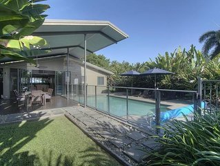 Coco Beach Villa - Tropical Beachfront Haven - Stay 7 nights for 10% less