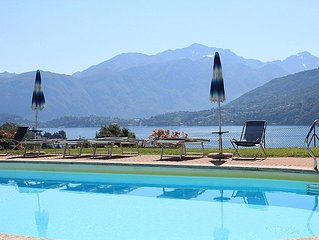 One bedroom Villa, sleeps 5 with Pool, FREE WiFi and Walk to Beach & Shops