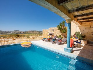 Sunny farmhouse with spectacular views , all bedrooms ensuite, private pool.