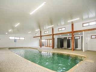 Holiday Home at Phillip Island: Heated Indoor pool & outdoor spa, close to beach