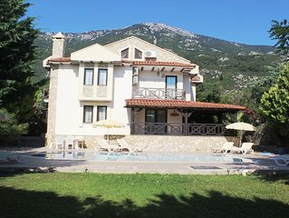 Luxury Villa with Private Pool, Manicured Gardens & Free WIFI Unlimited