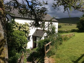 Beautiful Cottage, Spectacular Views - Pets Welcome, wifi, Sky, enclosed garden