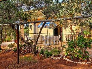 Tipica casa di campagna siciliana, circondata da un magnifico uliveto