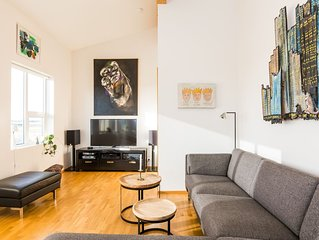 Bright & stylish flat with modern art, big balcony & hot tub. Family  friendly