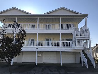 Making Memories 3 Bed 2 Bath 1.5 blocks to the beach!