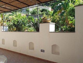Anfora BLU - Grazioso bilocale con terrazza e giardino