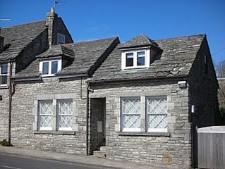 Large 3 bedroom 1st Floor Apartment in a quaint Purbeck Stone Cottage.