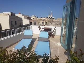 Penthouse & Terrace in Friendly Historic Townhouse