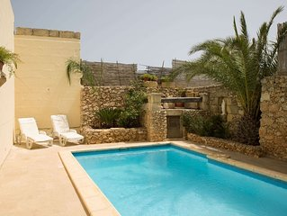 Razzett Lelluxa,Beautiful Farmhouse with pool,Gozo