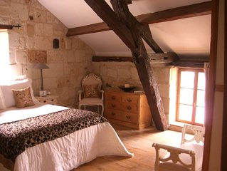 Stunning Secluded Cottage With Jacuzzi In The Beautiful Village of Fontevraud