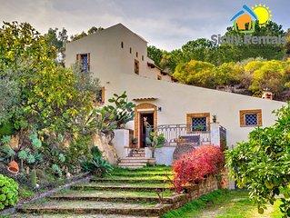 Deliziosa villa circondata da splendido giardino