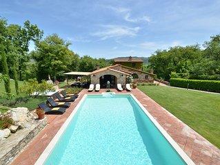 Sestuccia  è una bella villa toscana a breve distanza da Gaiole in Chianti