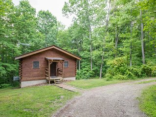 Cozy pet friendly cabin on 80 acres close to Old Mans Cave, Rock House, and Conk
