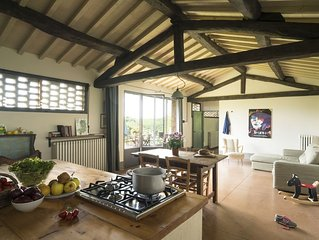 Luminous and spacious self-catering apartment in Tuscan organic farm