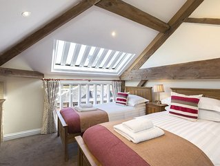 Oliver Cromwell - sleeps 4 guests  in 2 bedrooms