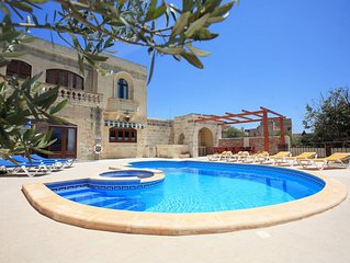Villa in Peaceful Central Location, Garden, private Pool. Fully Air-Condition