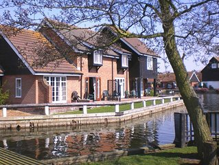Romantic Riverside Holiday Cottage At Wroxham, Capital Of The Broads