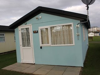 Two Hoots is a charming & elegant chalet located in Mundesley.