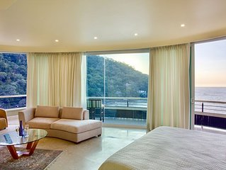 LUXURY PANORAMIC SUITE WITH A MILLION DOLLAR VIEWS