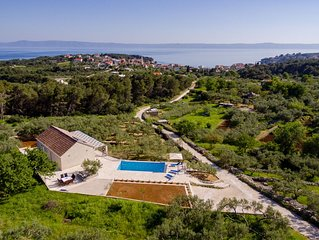 Amazing new villa with heated pool, sunbath area, surounded with olive trees****