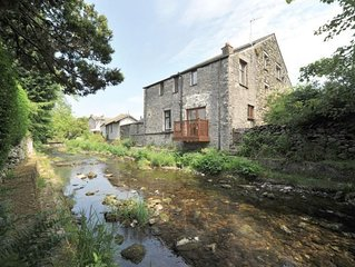 A River Runs By - Two Bedroom House, Sleeps 3